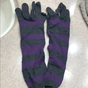 Accessories - NWT charcoal plum long gloves.